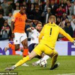 Hà Lan hạ tuyển Anh trong ngày mưa sai lầm
