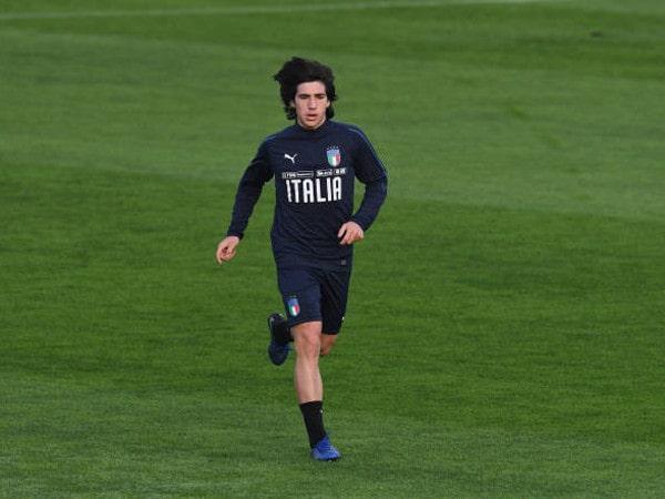 Tin chuyển nhượng 26/9: MU hỏi mua tiền vệ trẻ Tonali