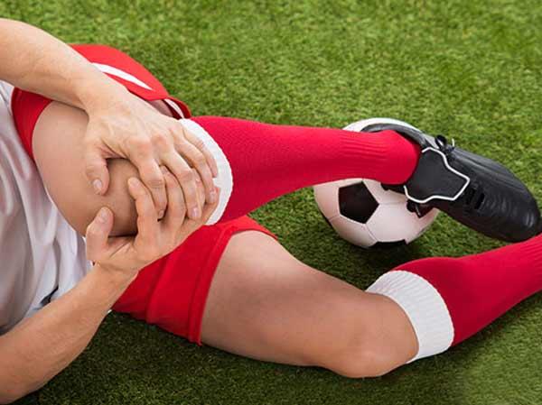 Chấn thương đầu gối trong bóng đá là một chấn thương phổ biến