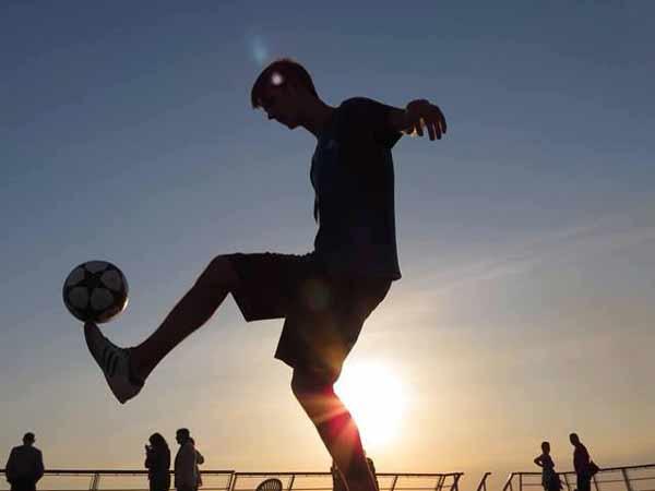 Hướng dẫn kỹ thuật bóng đá đường phố