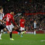 Man Utd 4-1 Newcastle: Hàng công thăng hoa