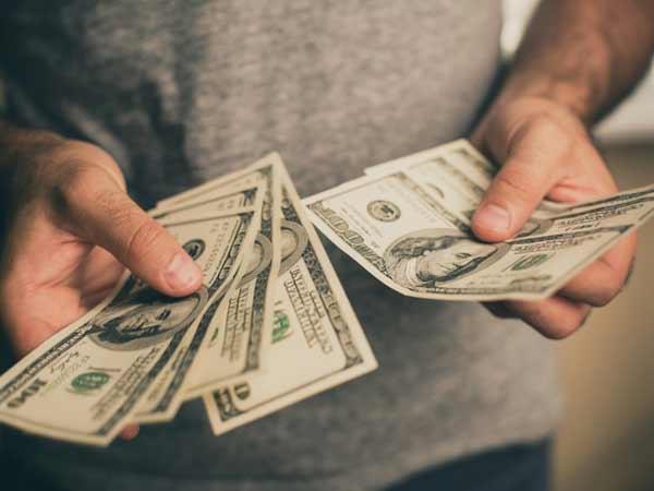 Mơ thấy nhặt được tiền thì nên đánh đề con bao nhiêu trúng lớn