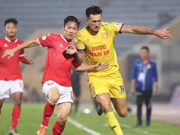 Bóng đá Việt Nam tối 2/4: CLB Nam Định giảm lương trong dịch COVID-19